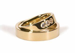 klassiske vielsesringe i guld med diamant